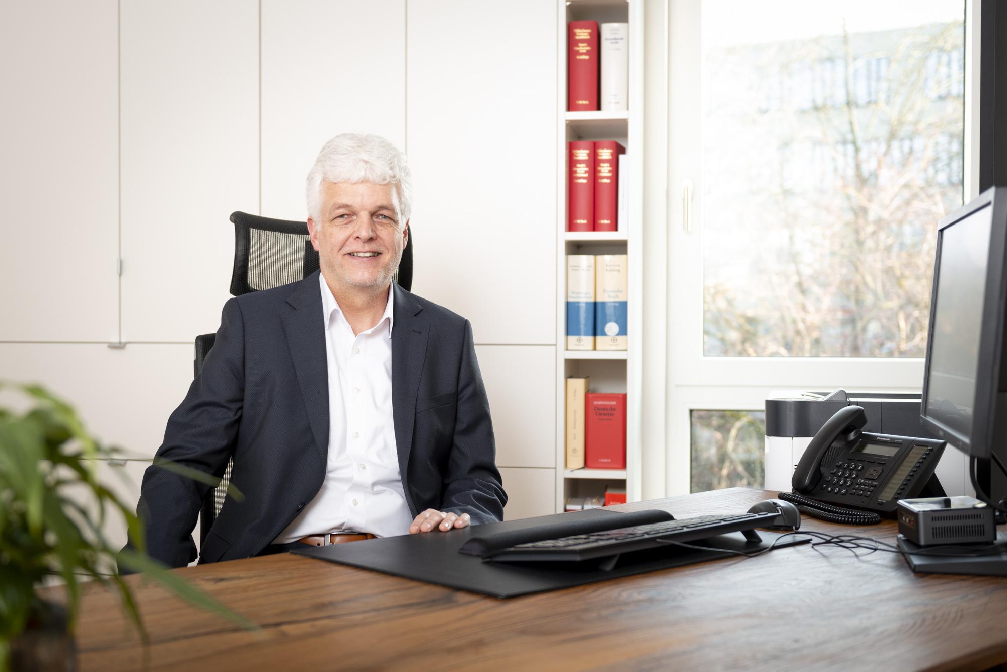 Notar-WF-Wolfgang-Fritzenschaft